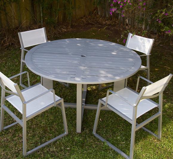 Mesa UDINE con sillas IBIZA