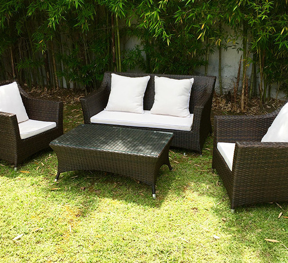 Muebles de jardin de plastico cool muebles de jardn with for Mesa plastico jardin